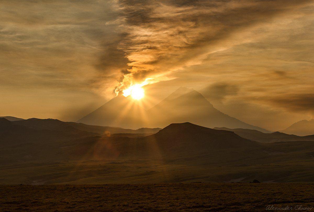 камчатка, вулкан, утро, рассвет, солнце, извержение, природа, пейзаж, Александр Чазов