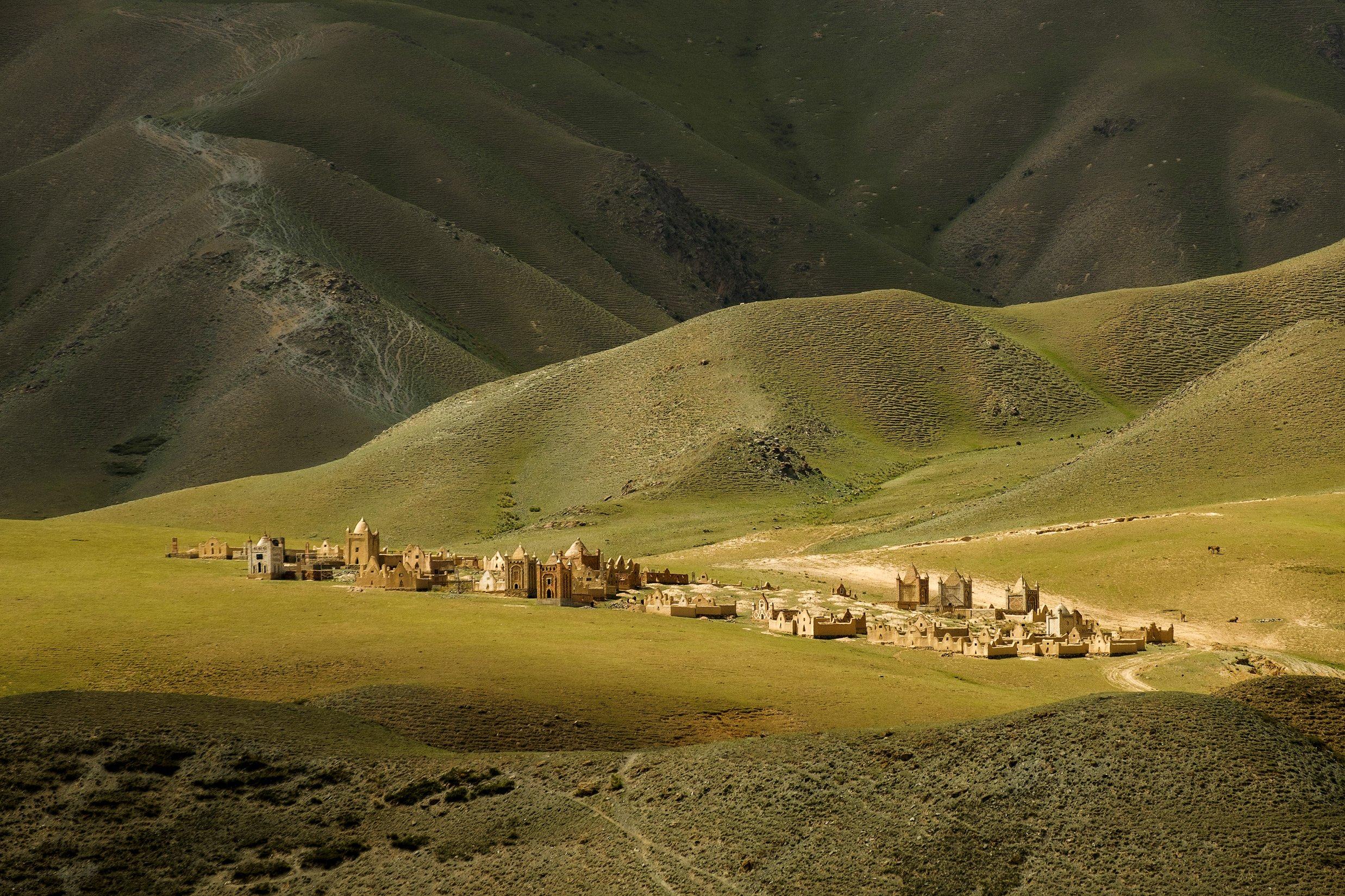 киргизия, азия, пейзаж, природа, весна, горы, ущелье, закат, кладбище, путешествие, Оборотов Алексей