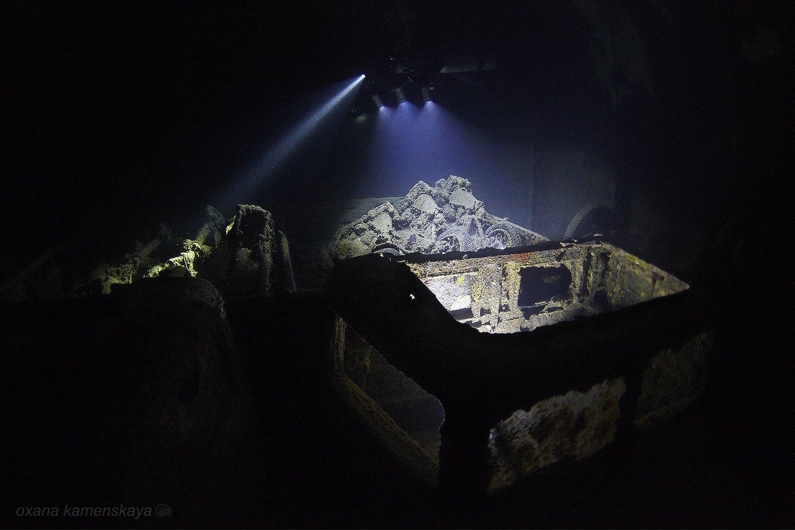 wreck thistlegorm underwater ship inside light flash, Оксана Каменская