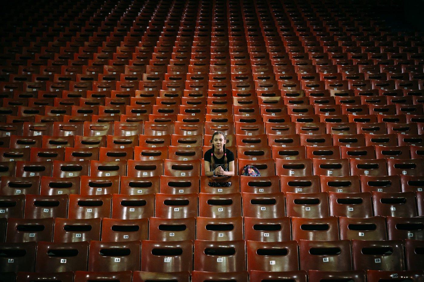 girl,stadium,arena,hall,seat,chair,symmetry,city,urban, Алексей Гусев