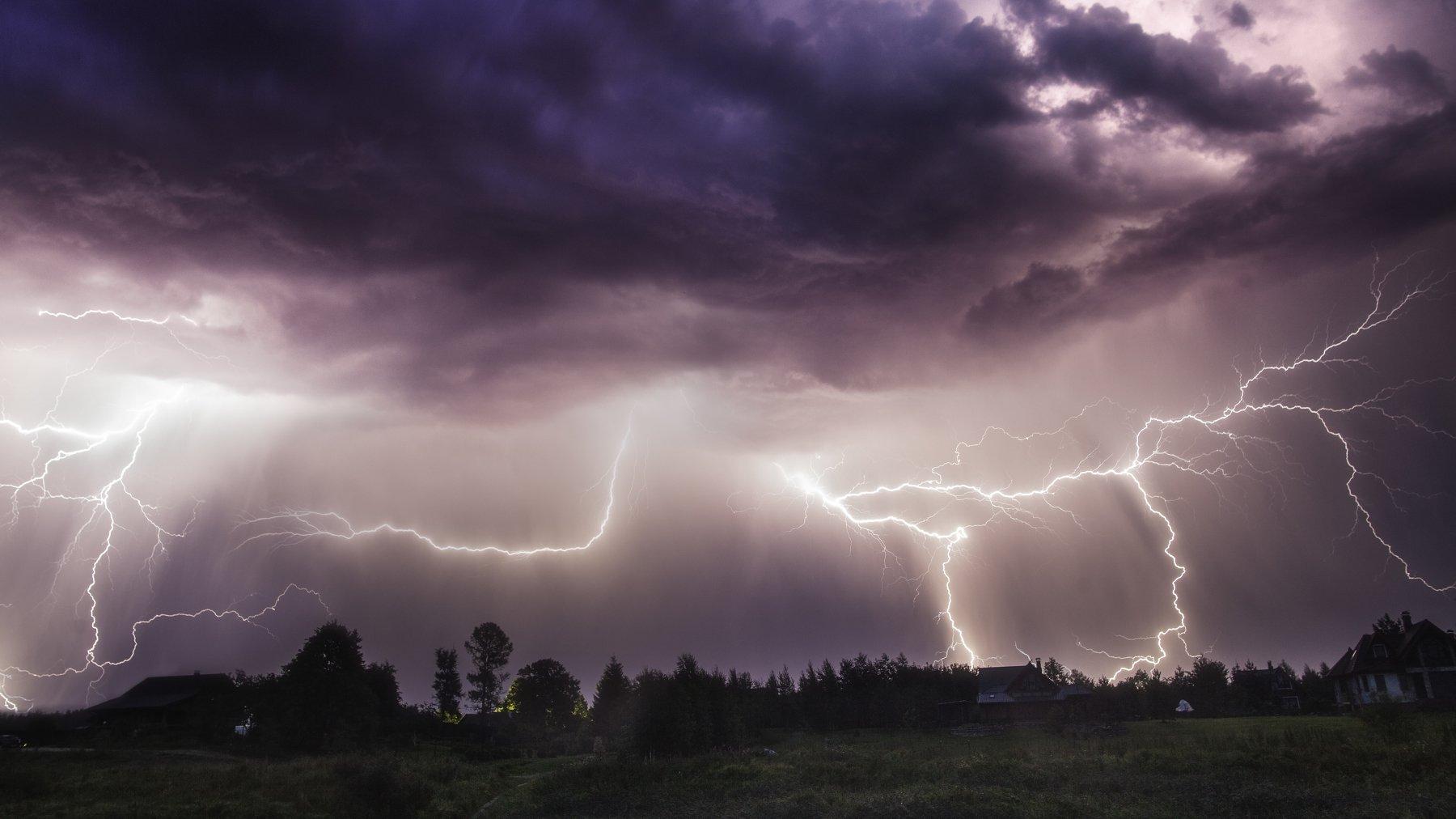 ночь молния тучи облака гроза лето дождь ливень, Столыпин Юрий