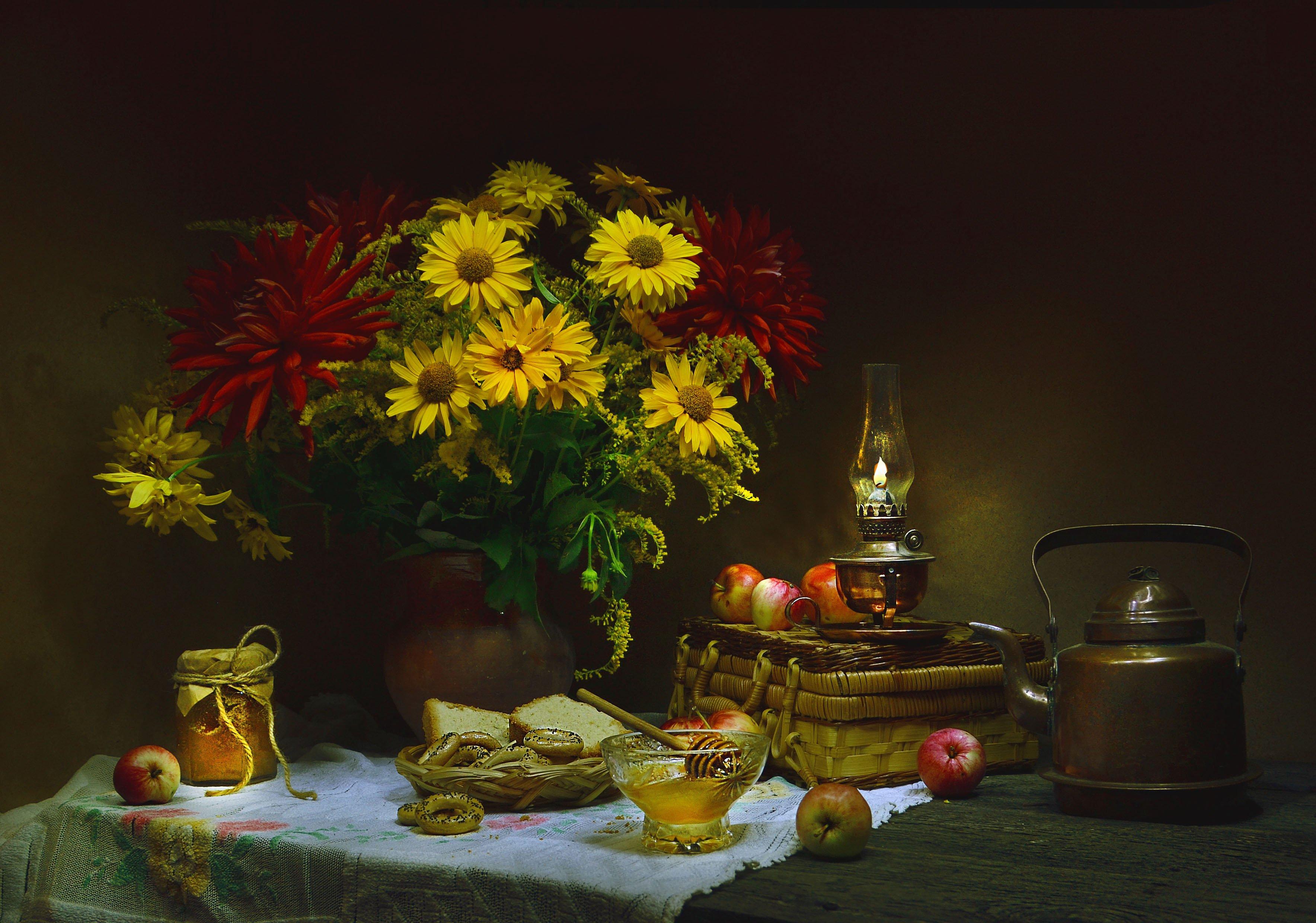 still life, натюрморт,фото натюрморт, медовый спас,цветы, георгины, мёд, яблоки, керосиновая лампа, Колова Валентина