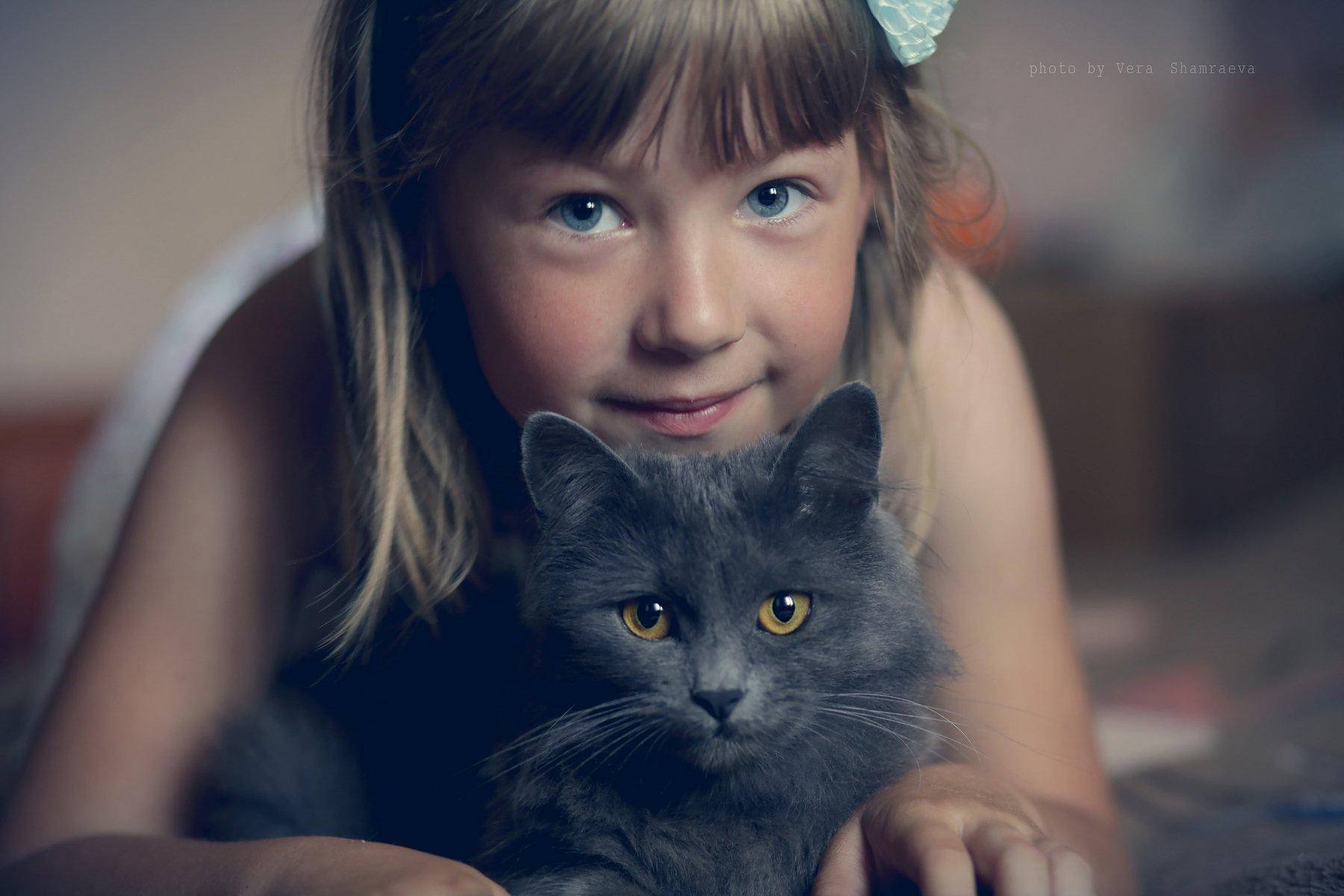 жанровый портрет, девочка, кошка, Вера Шамраева