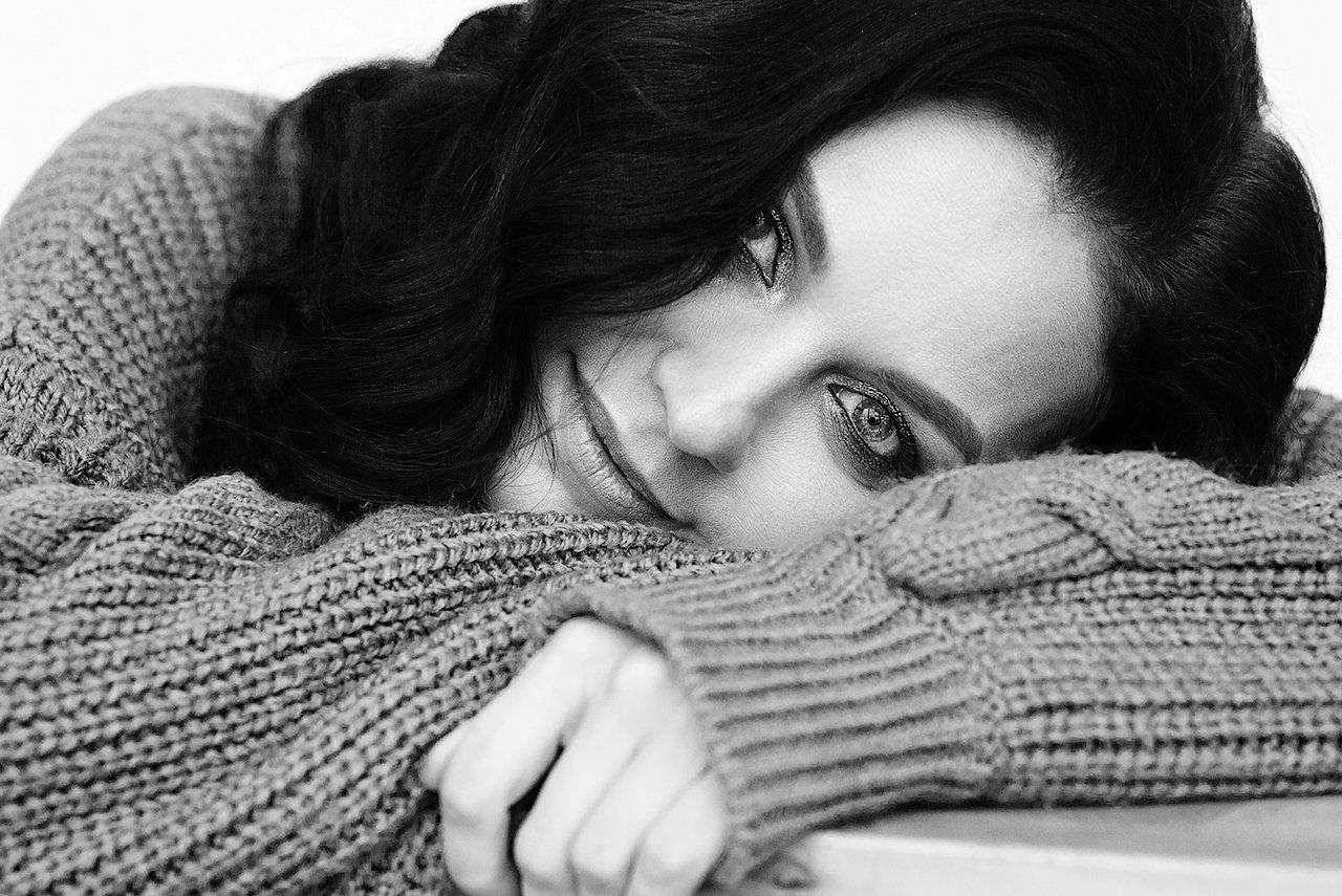 девушка, чб ,черно-белое, глаза, свитер, красивая, красота, брюнетка, Комарова Дарья