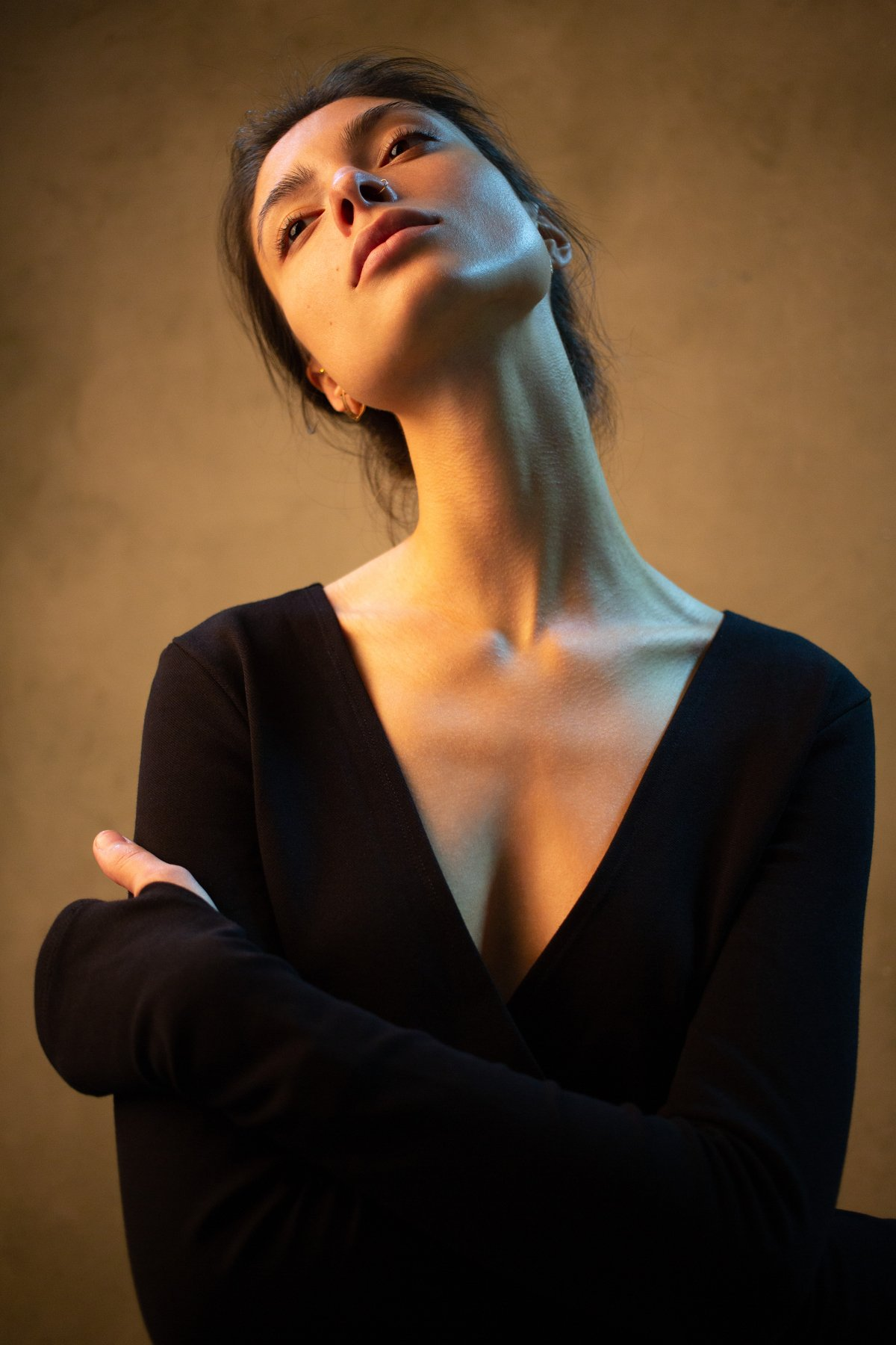 портрет девушка свет тёплый фон шея мечты отдых , Сергей Скибин Арт16