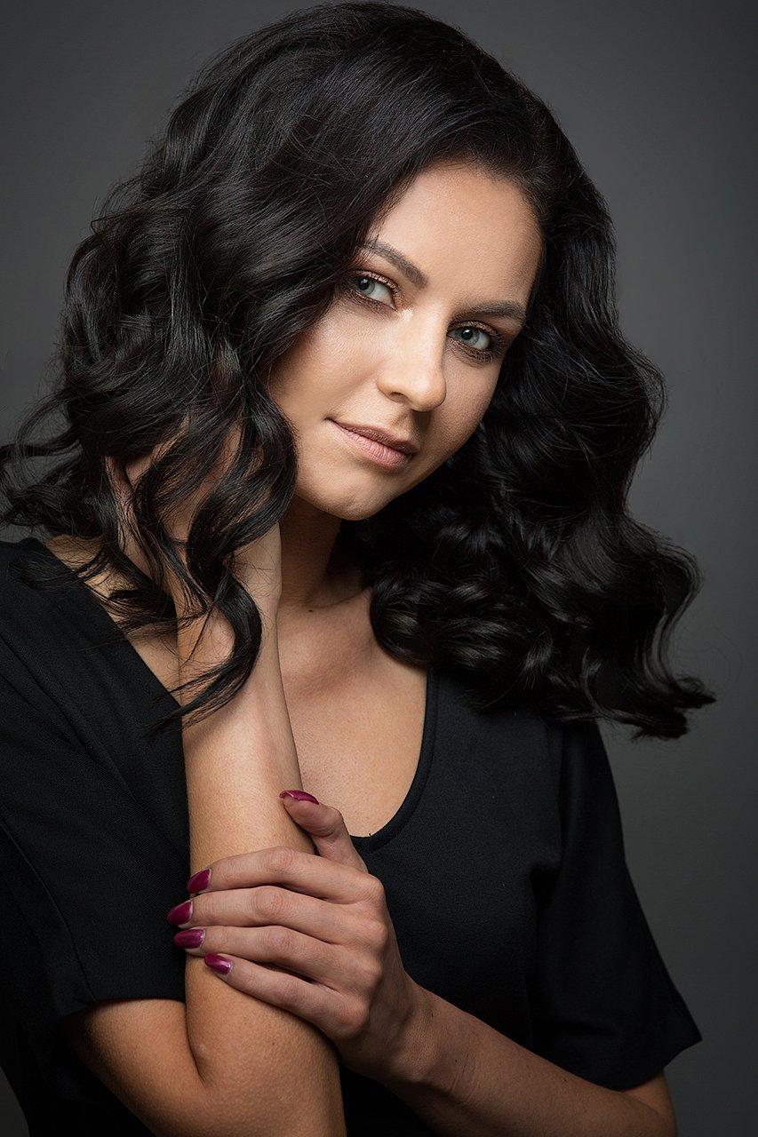 красивая, девушка, глаза, руки, брюнетка, локоны, цвет, портрет, женский, Комарова Дарья