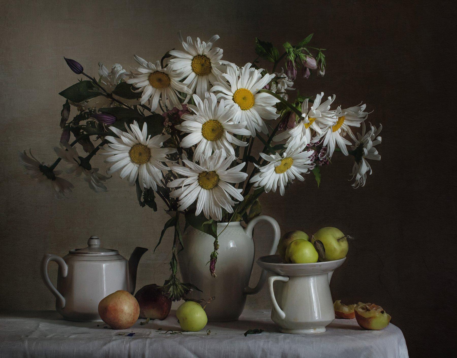 натюрморт, фарфор, кувшин, цветы, ромашки, фрукты, Анна Петина