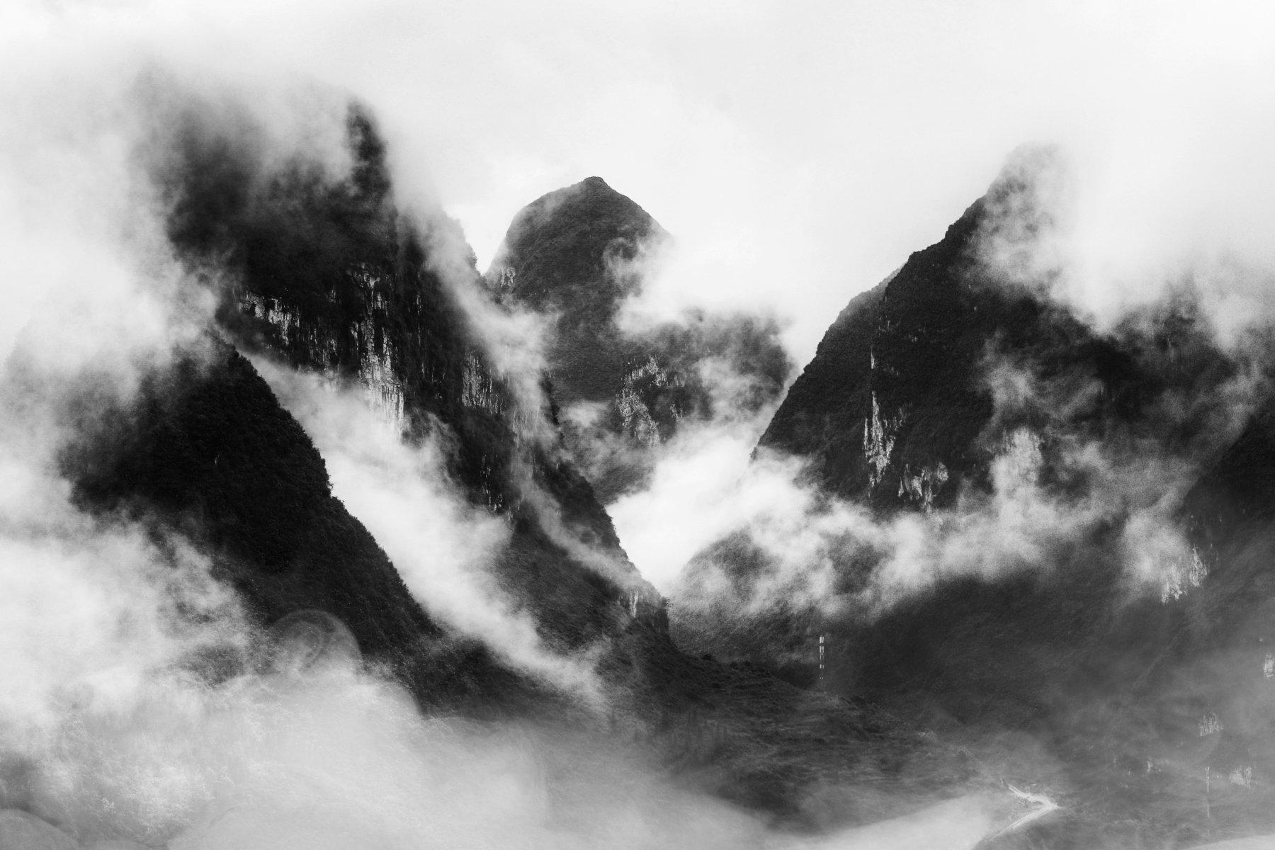 ngo cuong, dong van, ha giang, vietnam, black and white, landscape, moutain, cloud, smoke, indochina, Ngo Cuong
