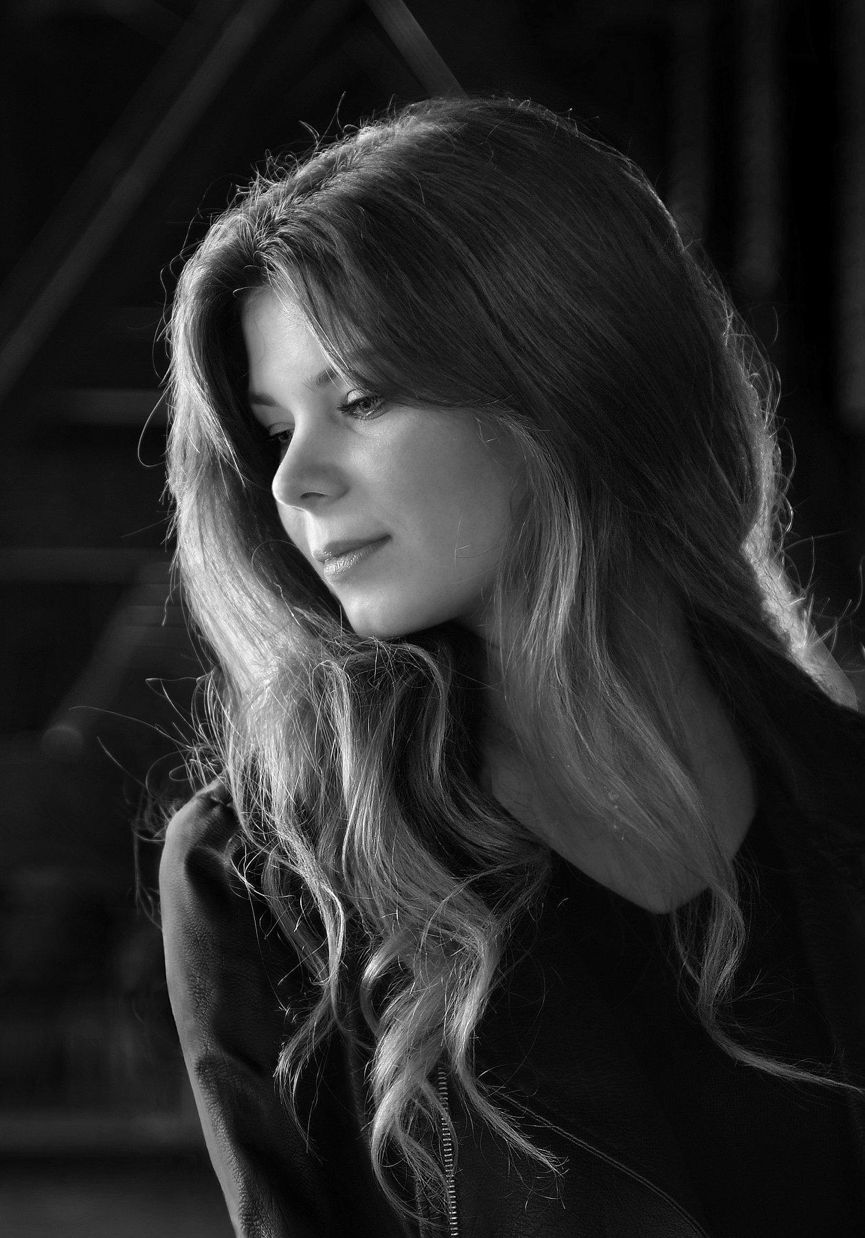 girl, portrait, face, eyes, hair, emotive, parisienne, monochrome, backlight, paris, dark, Endegor