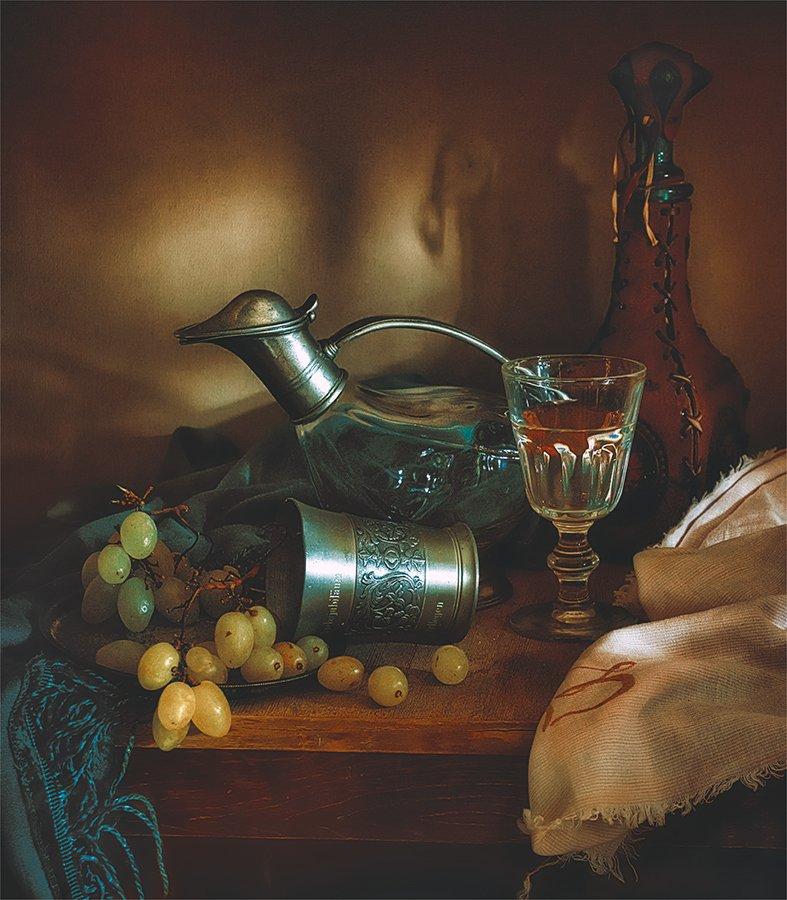 still life, натюрморт,    винтаж,  ретро, еда,  ягоды, спелый, вкусный, виноград, декантер, бутылка, бокал, вино, напиток, стилизация,, Шерман Михаил