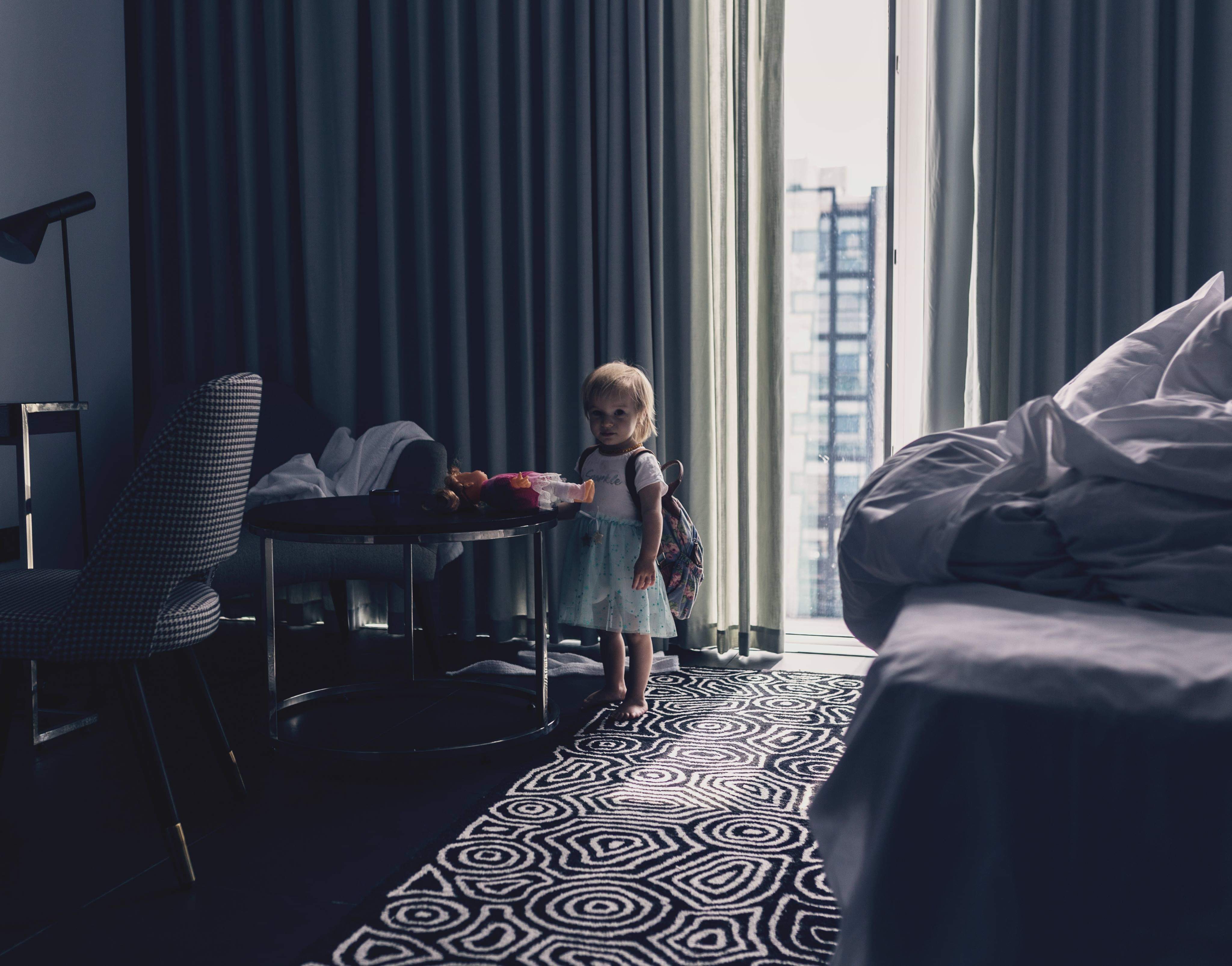 Девочка,сумка, рюкзак, свет,окно, Kamila Gurfinkel