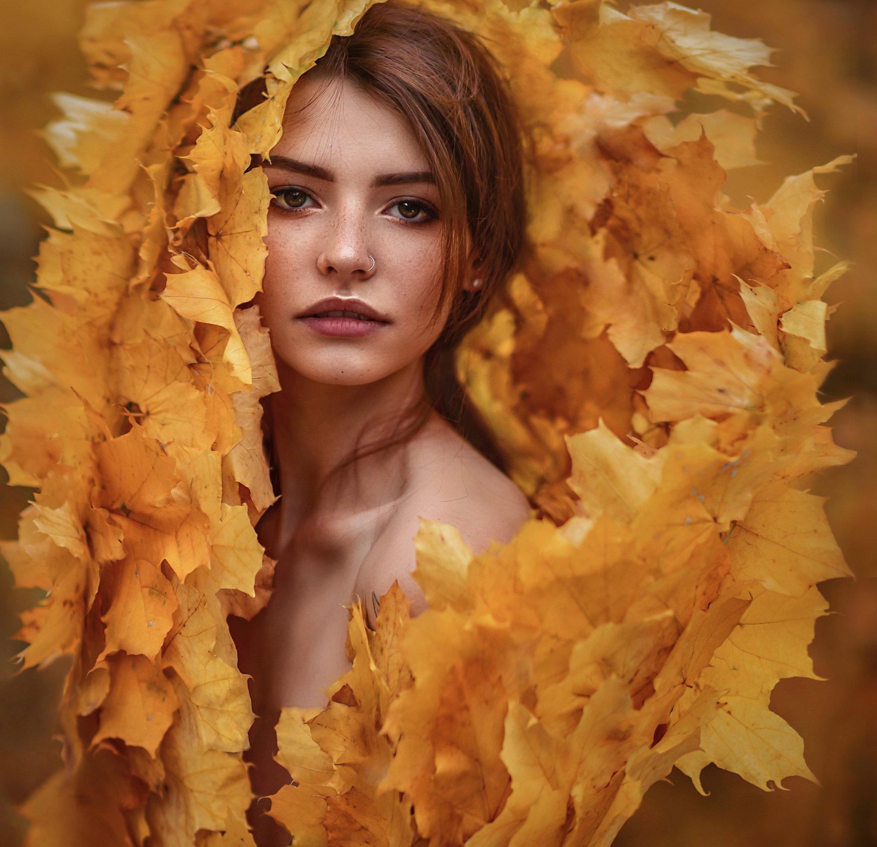 осень,листья,клён,девушка,портрет,девушка в листьях,желтые листья,ноябрь,веснушки,рыжая,портрет,одеяло,погружение,сексуальная, Ilona