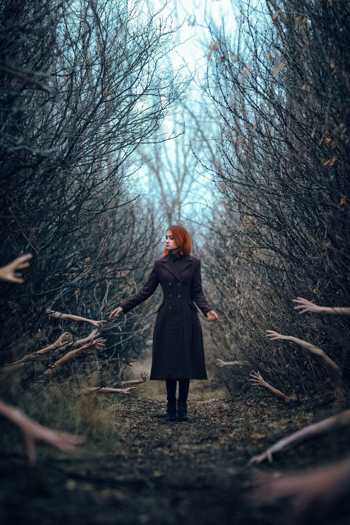 девушка, лес, заросли, тропа, руки, тени, осень, аллея, Логачёв Илья