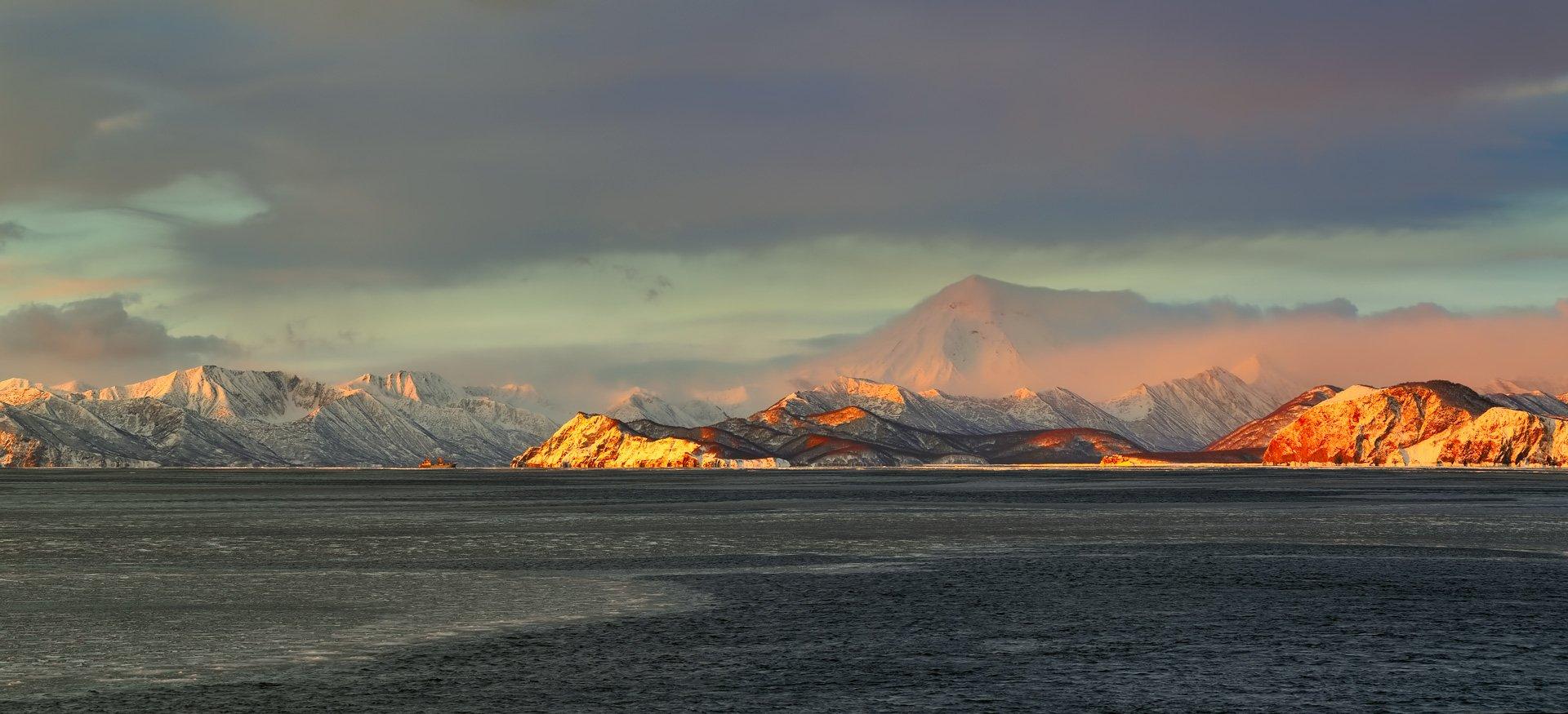 берег, вечер, зима, камчатка, рейд, судно, утро, циклон, Евгений Паршуков
