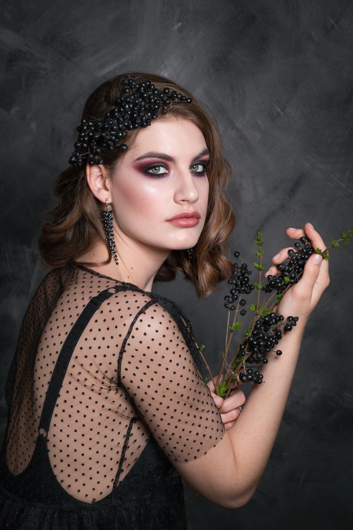 Девушка бьюти гламур черный ягоды макияж, Алехина Ольга