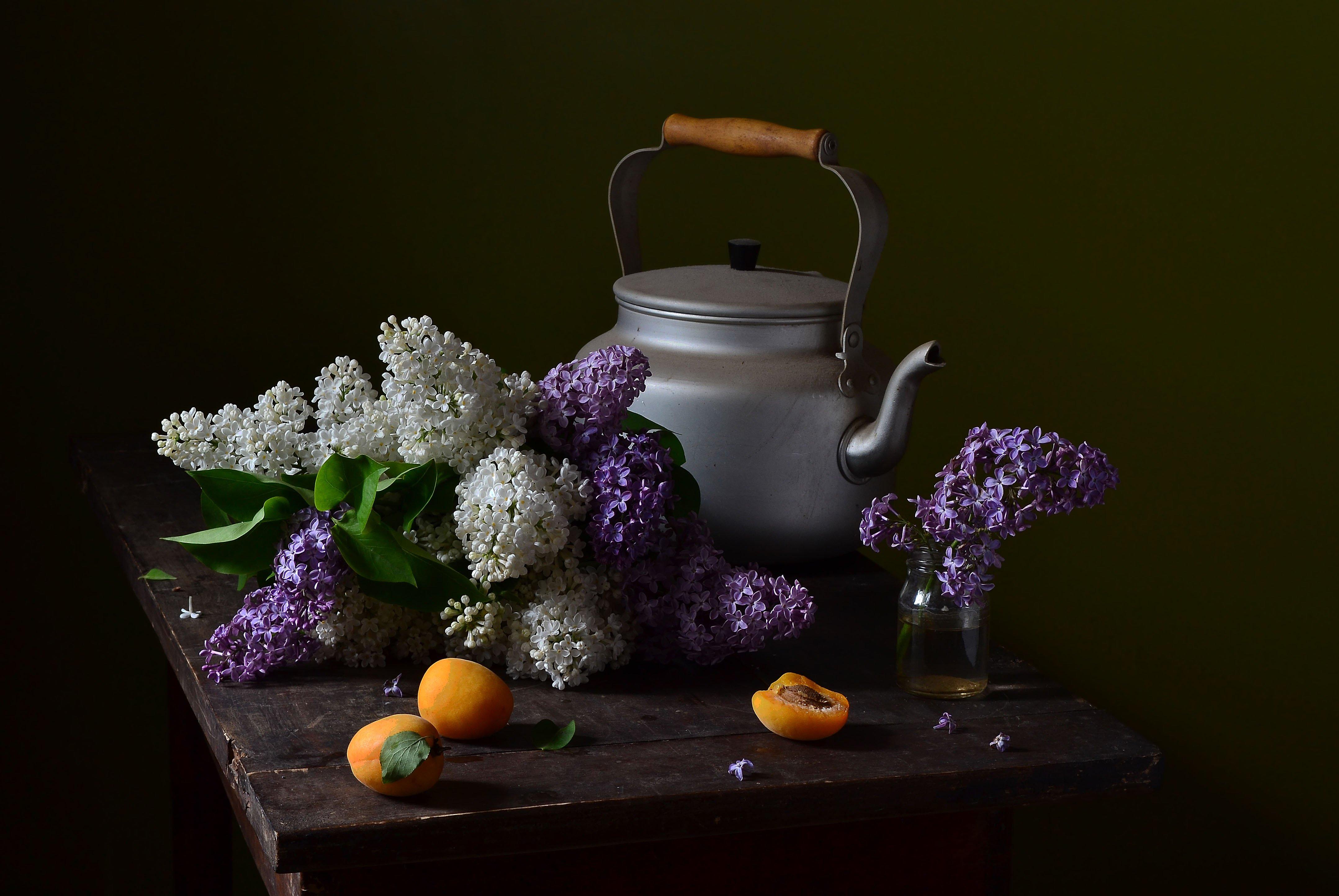 чайник, сирень, букет, стол, абрикос, баночка, июнь, Оксана Евкодимова