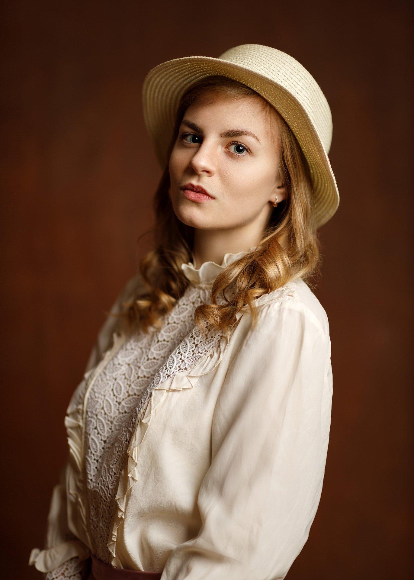 девушка взгляд портрет студия шляпка, Сергеева Ксения