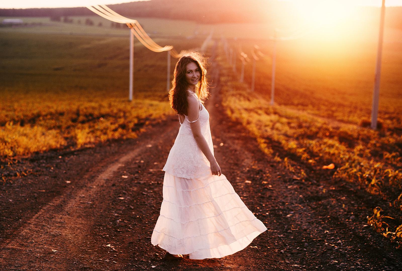 Фото красивых девушек в лучах солнца, Девушка в лучах солнца Girl in the sun Похожие фото 5 фотография